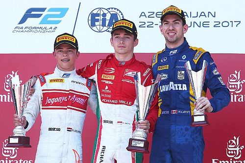 F2 Baku: De Vries pakt tweede plaats in chaotische hoofdrace