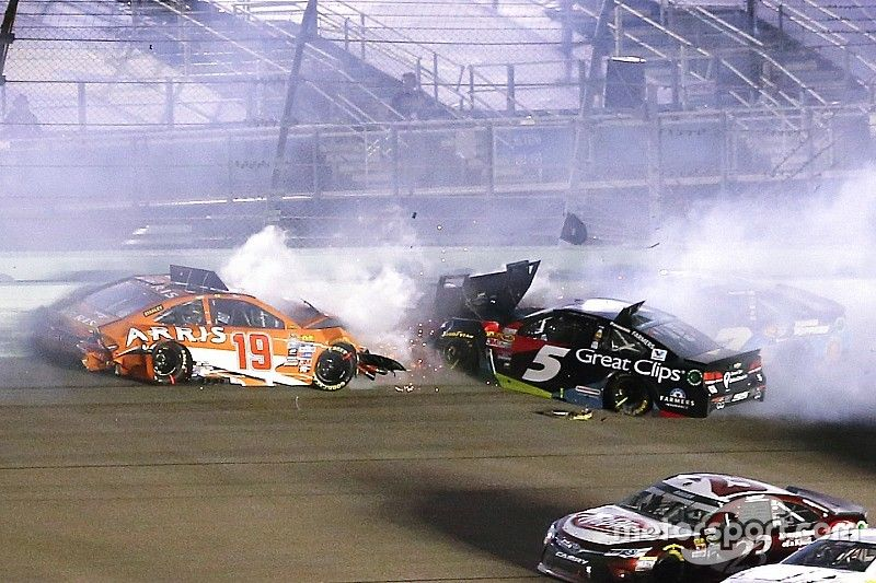 Edwards' title hopes end in spectacular wreck - video