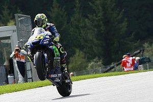 """Rossi: """"De entre los que nos jugamos el título, todos van rápido menos yo"""""""