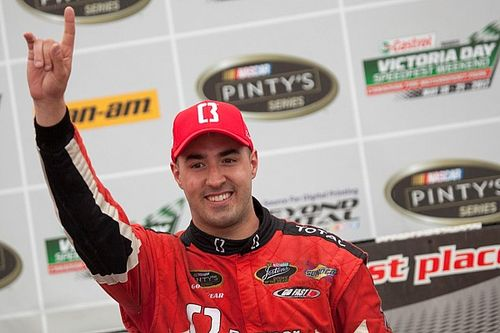 Kevin Lacroix draws closer to Alex Labbe for NASCAR Pinty's title