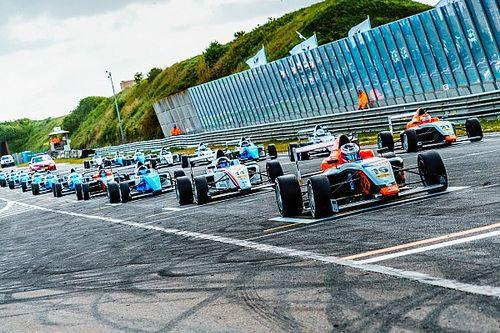 Опмеер дважды выиграл гонки SMP Ф4 в Зандфорте