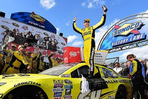 Kenseth victorious in wild and unpredictable Dover thriller