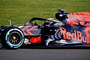 Verstappen tersenyum usai jajal Red Bull-Honda