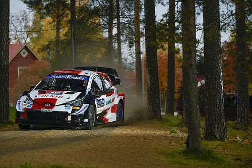 Finlandiya Rallisi: Evans lider, Rovanpera kaza yaptı