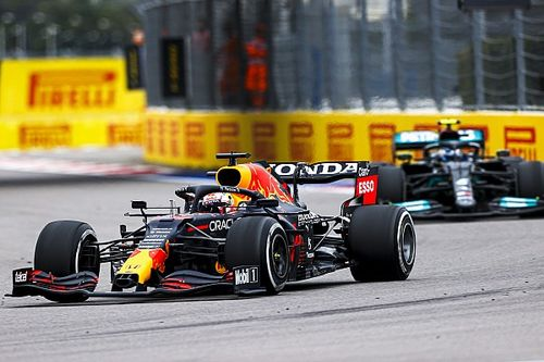 Hill: Bottas a quasiment fait signe à Verstappen de passer