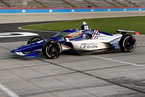 Jimmie Johnson passes IndyCar oval rookie test at Texas
