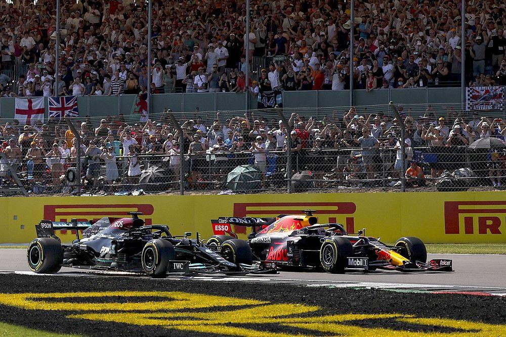 """Alonso: """"Hamilton no podía desaparecer en Copse"""""""