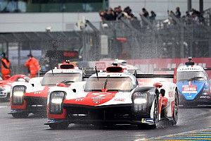 A Toyota vezetésével megy bele az éjszakába a Le Mans-i mezőny