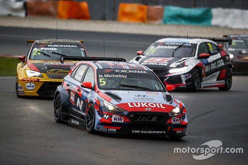 Michelisz domina anche sul bagnato a Sepang, trionfo in Gara 1