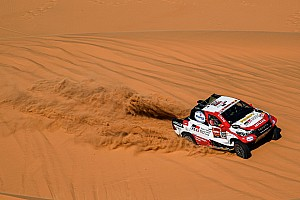Vídeo: el vuelco de Alonso en el Dakar, desde dentro del coche