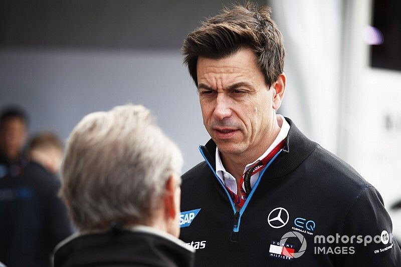 """Mercedes won't go on """"fishing mission"""" to lure F1 drivers"""