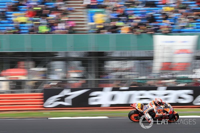 Угроза дождя заставила организаторов перенести гонку MotoGP в Сильверстоуне