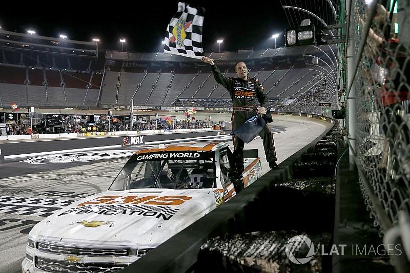 Sauter vence pela quinta vez; Truck Series define playoffs