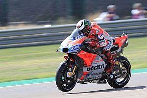 Lorenzo deixa Dovi e Márquez para trás e é pole em Aragón