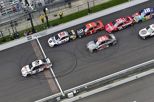 """Clint Bowyer predicts Indy playoff race to be """"a hell of a show"""""""