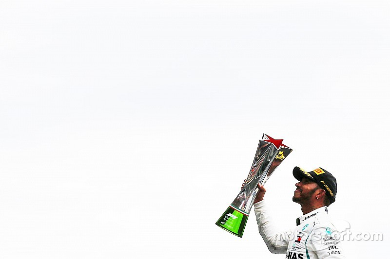 Hamilton az utolsó szúrást is bevitte a Ferrarinak az Olasz Nagydíjon: egy körre Prosttól