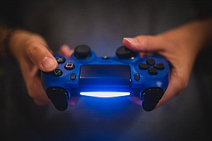 A Sony lelassítja a PlayStation letöltési sebességét Európában