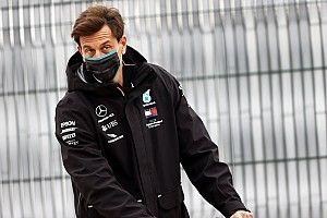 Mercedes помогла Хэмилтону пройти Боттаса? Вольф все отрицает