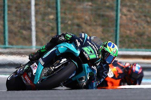 Képen az óriási MotoGP-s baleset Ausztriából: Rossit is sokkolta az incidens!