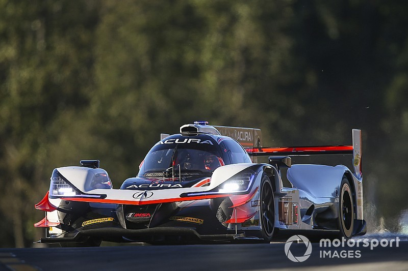 Petit Le Mans: Rahal leads for Acura at half-distance