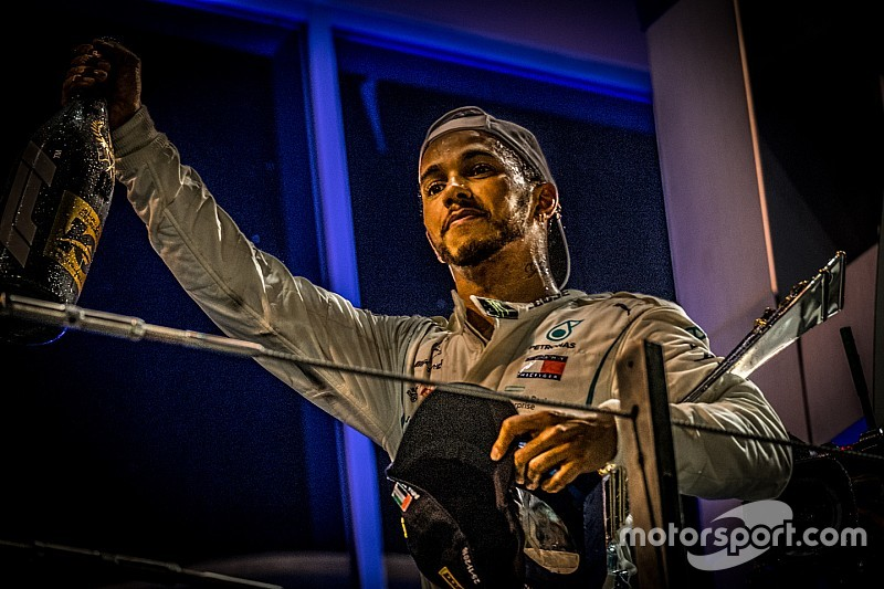 Hamilton, genç pilotların gelişimine yardımcı olmak istiyor