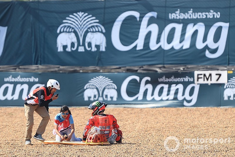 Fuerte accidente de Lorenzo en Buriram