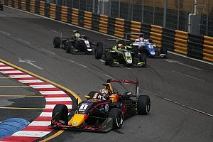 Macau GP: Ticktum avoids dog, wins qualifying race
