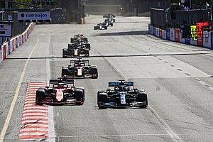 Leclerc doublé par Hamilton après avoir évité une branche