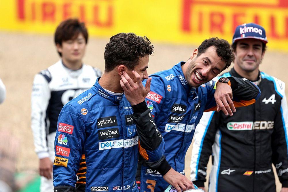 """Ricciardo explica su """"mierda"""" en la presentación del F1 2022"""