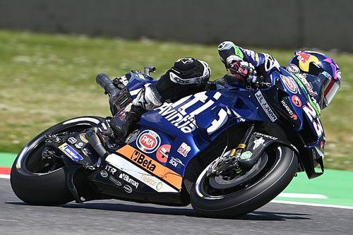 Гонщик MotoGP въехал в соперника еще до старта. Все из-за подушки безопасности