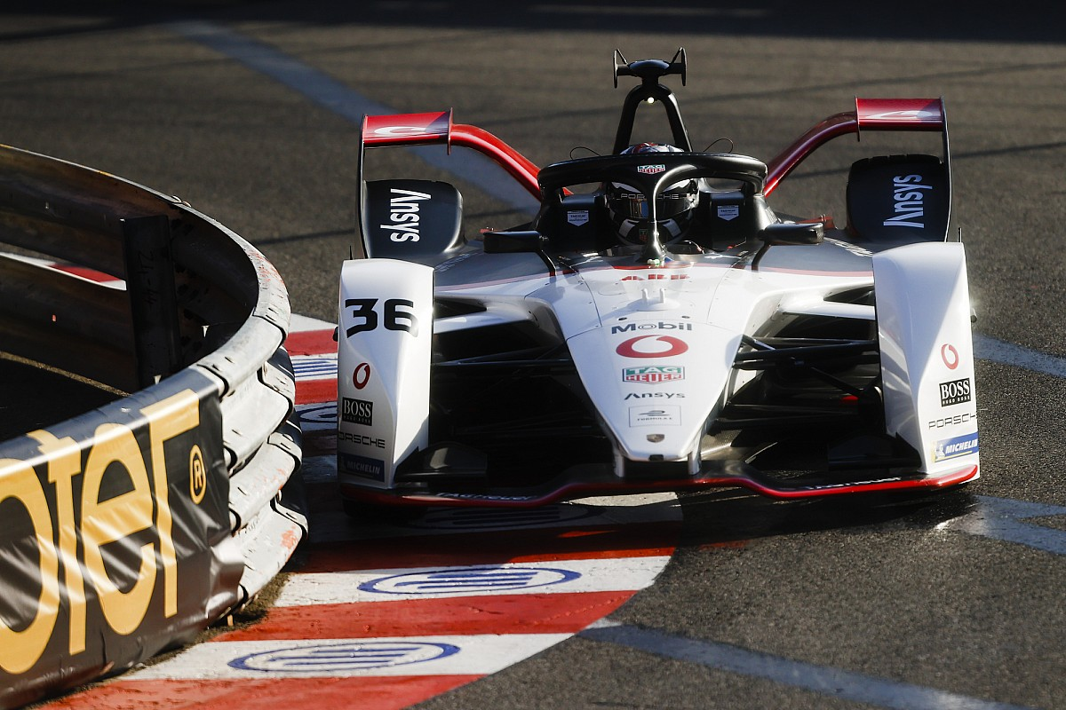 """Porsche admits Lotterer has been """"too hungry"""" amid crashes"""