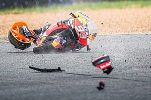 Fotos: la secuencia de la terrorífica caída de Márquez en Tailandia