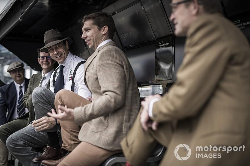 Összezúzta a Mercedest a Német Nagydíj
