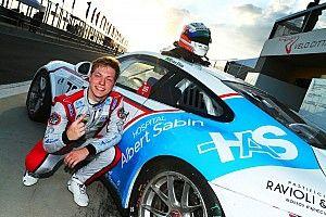 Porsche Carrera: Segundo, Enzo Elias comemora resultado em sua estreia na classe