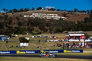 Bathurst 1000: Mistake causes early wildcard crash