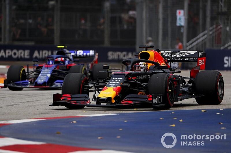 F1, Singapore, Libere 1: Vettel attaccato a Verstappen