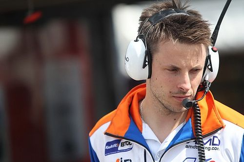 BTCC racer Bushell hospitalised with cardiac issue