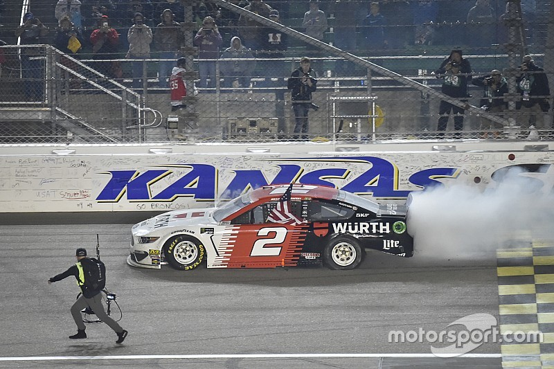 Kansas-Triumph für Keselowski - Bowman verpasst ersten Sieg knapp