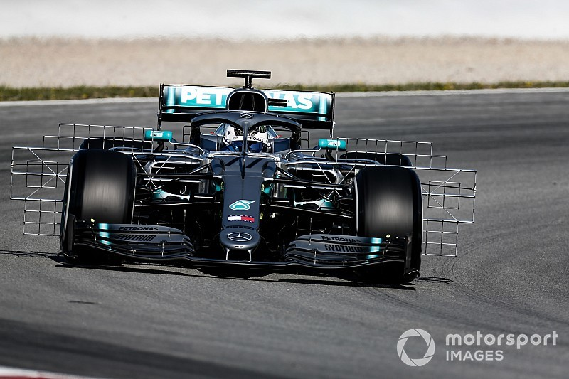 Test Barcellona, Day 1, ore 13: Bottas davanti, inseguito da Leclerc