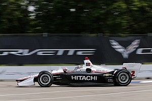 Newgarden logra la pole de Detroit para la carrera 2