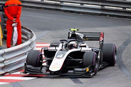 Де Врис выиграл гонку Ф2 в Монако, прерванную на полчаса из-за аварии Шумахера