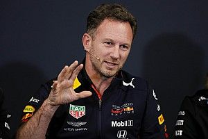 Хорнер нашел аномалии в машине Red Bull