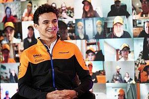 McLaren spogląda przed siebie