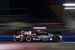 Rolex 24, H9: Jimmie Johnson leads but under pressure