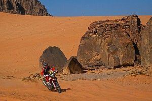 Huesos rotos y pérdida de conocimiento: la etapa más dura del Dakar en motos