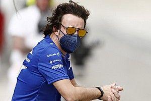 Alonso a balesete ellenére sem hagy fel a kerékpározással