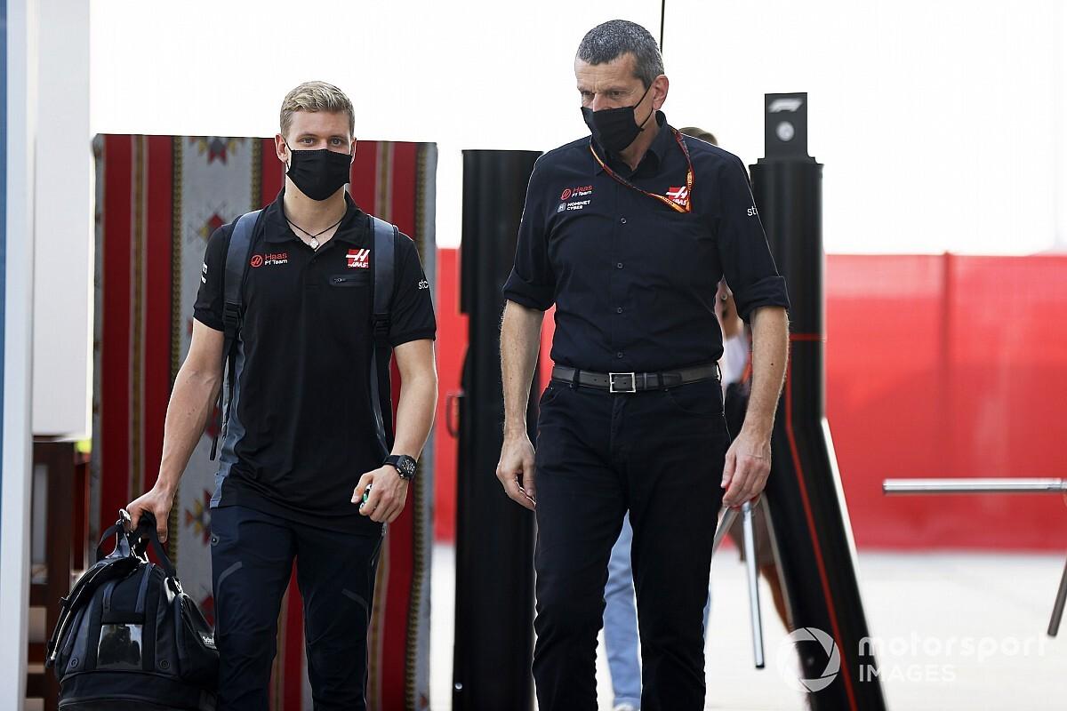 """Steiner: """"Mick'i 'Schumacher' adından ötürü seçmedik"""""""