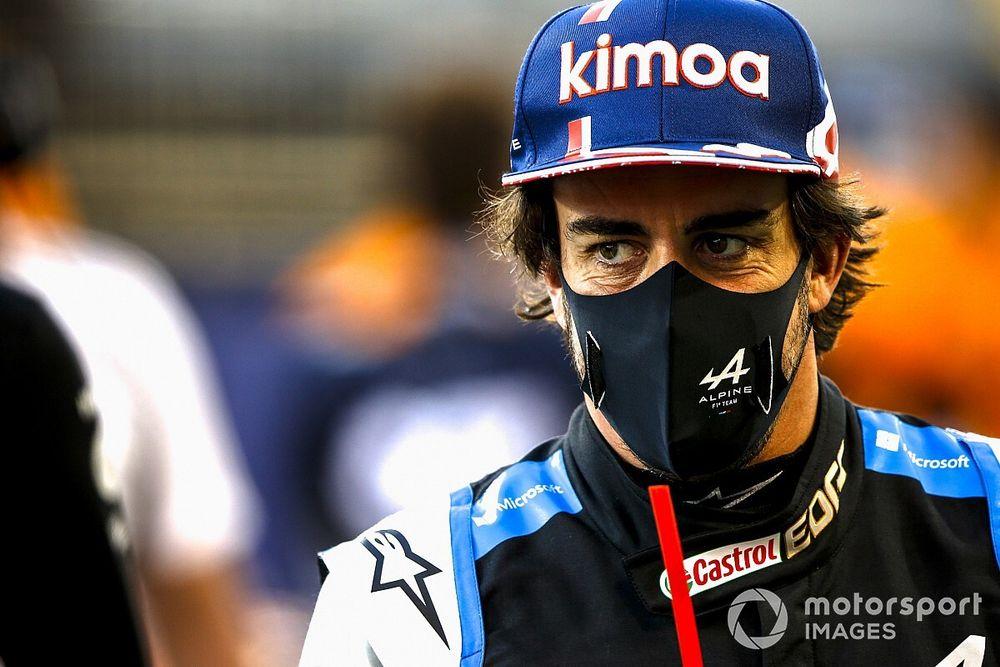 """F1: Alonso diz que Hamilton merece mais créditos, apesar de reconhecer que heptacampeão tem """"melhor""""carro"""