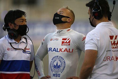 Два разворота, авария и статус «врага общества». Как Мазепин провел первый Гран При в карьере