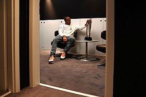 """Hamilton stelt voorwaarde nieuw contract: """"Meer tijd voor mezelf"""""""
